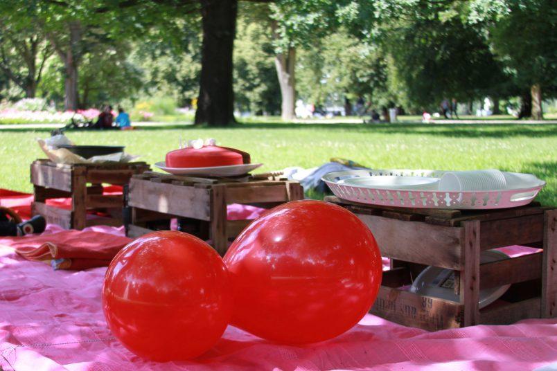 Geburtstag Picknick im Park, Wasserfontänen Rosengarten Berlin