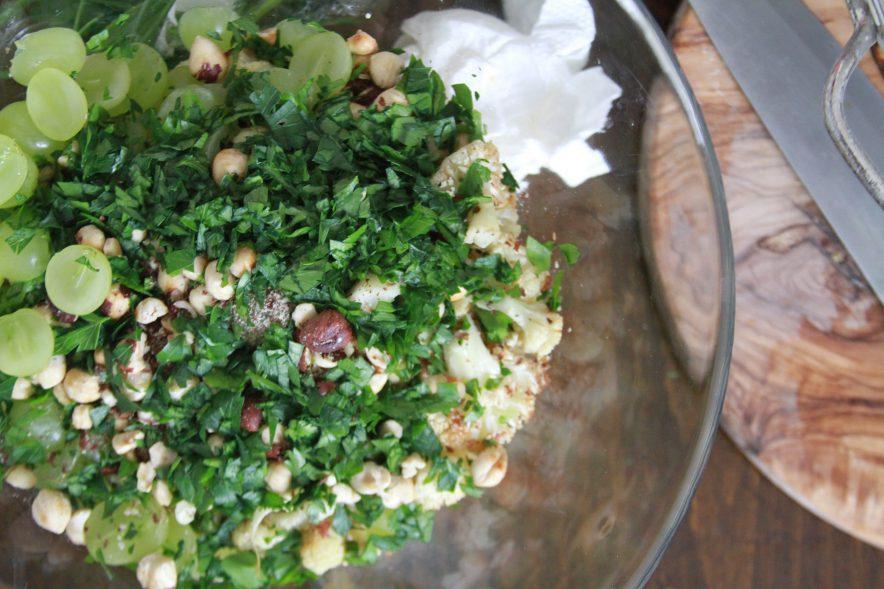 Blumenkohlsalat mit gerösteten Haselnüssen Rezept