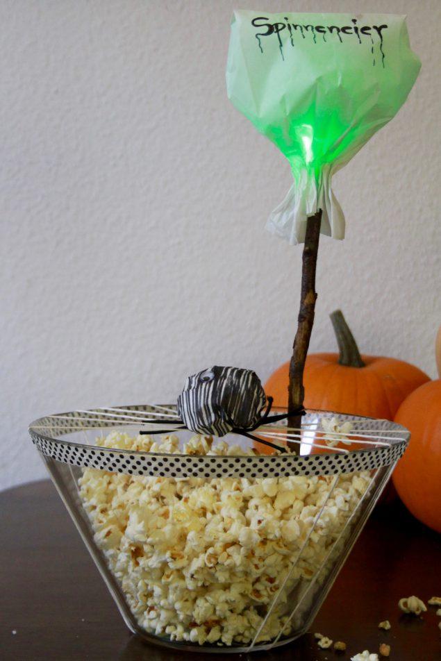 Halloween Buffet Spinneneier Popcorn